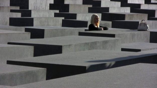Was machst Du hier? by Mirelle Borra